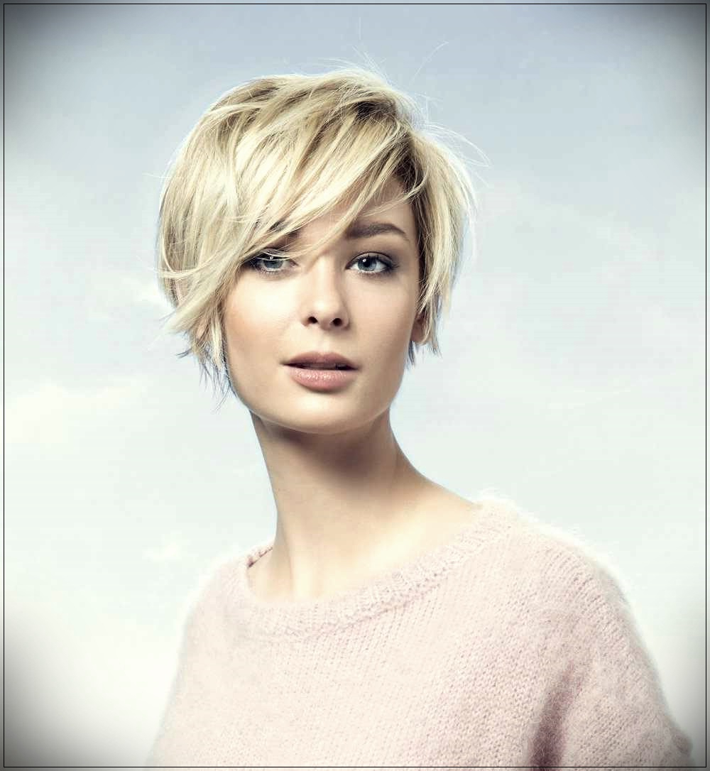 Most Recently Released Oblique Feathered Bangs And A Pixie Cut Hairstyles In Trendy Haircut Waterfall 2019: Ideas For The Elegant Image (View 9 of 20)