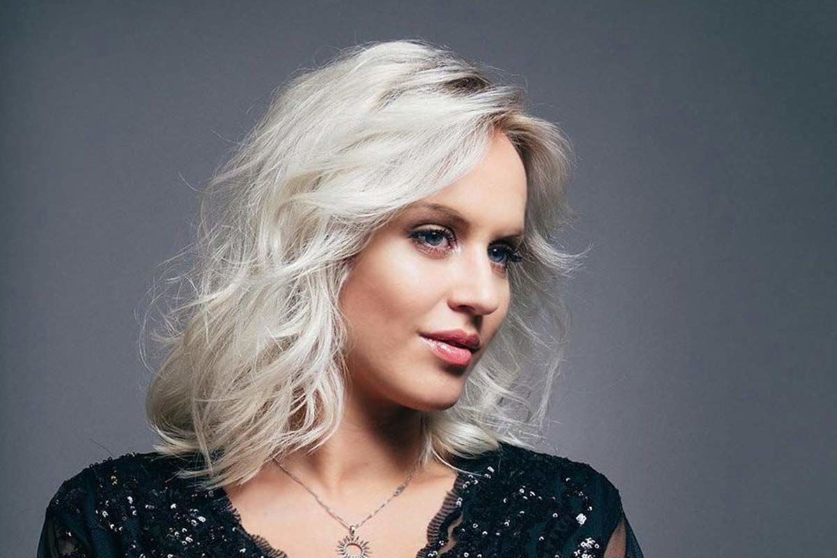 Widely Used Classy Feathered Bangs Hairstyles With 150 Medium Length Hairstyles Ideal For Thick Hair (View 18 of 20)