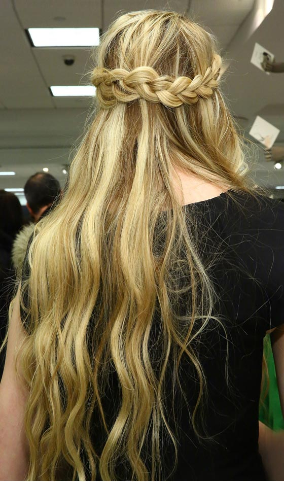 10 Elegant Halo Hairstyles To Inspire You Intended For Well Known Light Pink Semi Crown Braid Hairstyles (View 8 of 20)