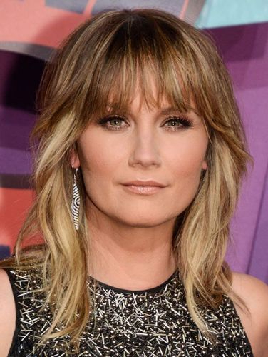 (10) Full Fringe Medium Length Hair (gorgeous Cuts With Bangs) Within Famous Middle Length Hairstyles With Highlights And Bangs (View 5 of 20)