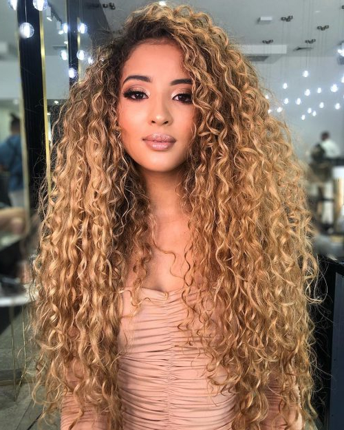 15 Gorgeous Examples Of Blonde Curly Hair For 2019 Inside Current Long Dark Brown Curls Hairstyles With Strawberry Blonde Accents (View 8 of 20)