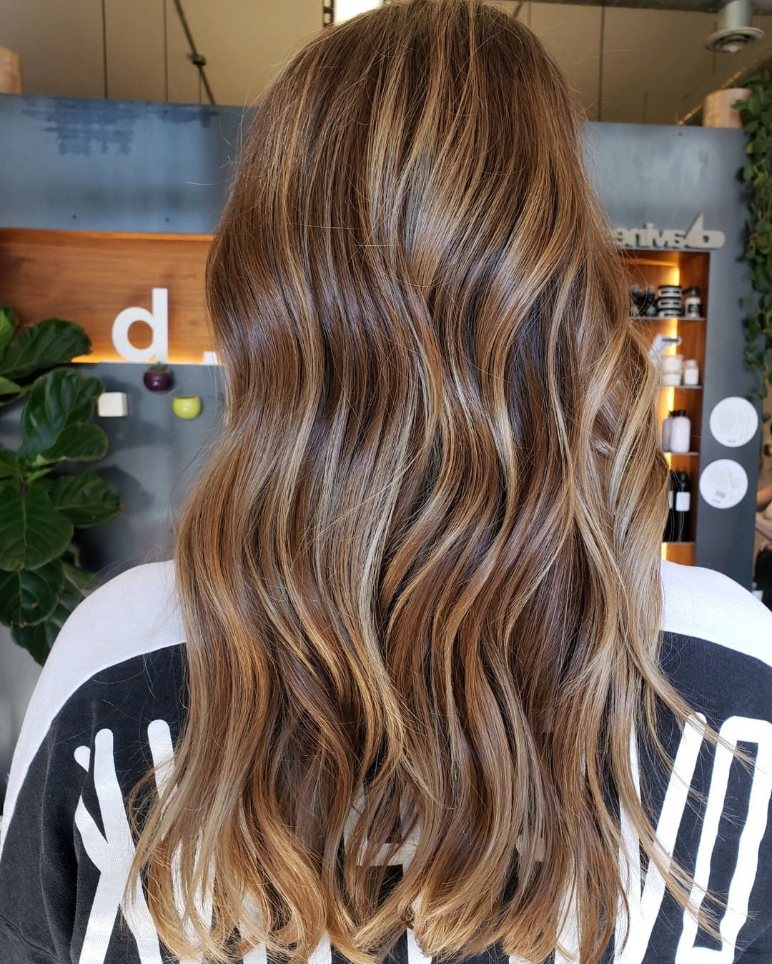 8 Best Blonde & Brunette Balayage Long Hairstyles 2021 For Well Known Blonde Balayage On Long Voluminous Hairstyles (View 4 of 20)