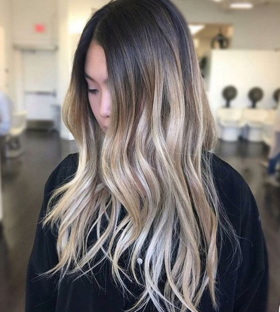 Balayage Vs Ombré : The Difference Between Ombré & Balayage Throughout Well Known Blonde Balayage Ombre Hairstyles (View 15 of 20)