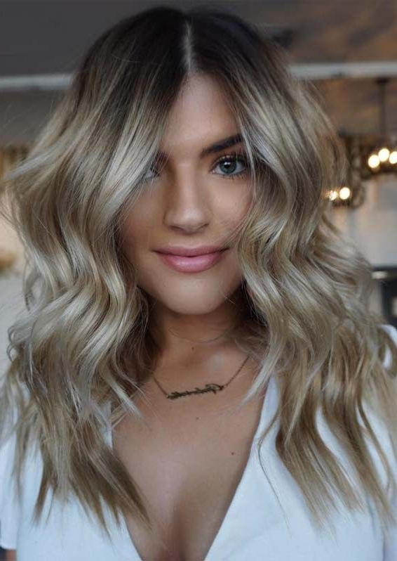 Best Honey Blonde Hair Colors And Highlights For 2019 Regarding Trendy Honey Kissed Highlights Curls Hairstyles (View 17 of 20)