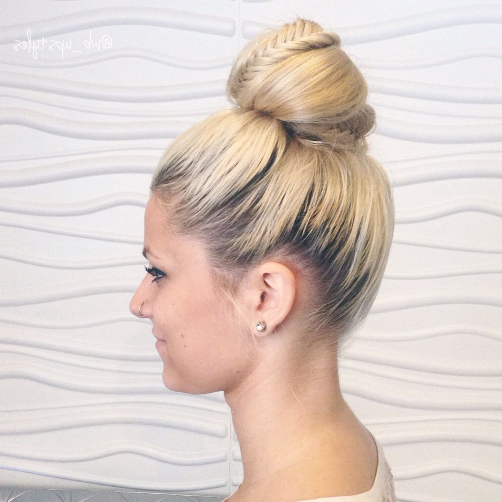 Braided Top Knots With Regard To Trendy Braided Top Knot Hairstyles (View 12 of 20)