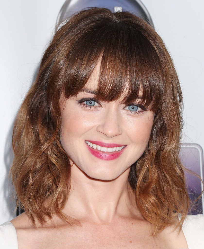 Featured Photo of Middle Length Hairstyles With Highlights And Bangs