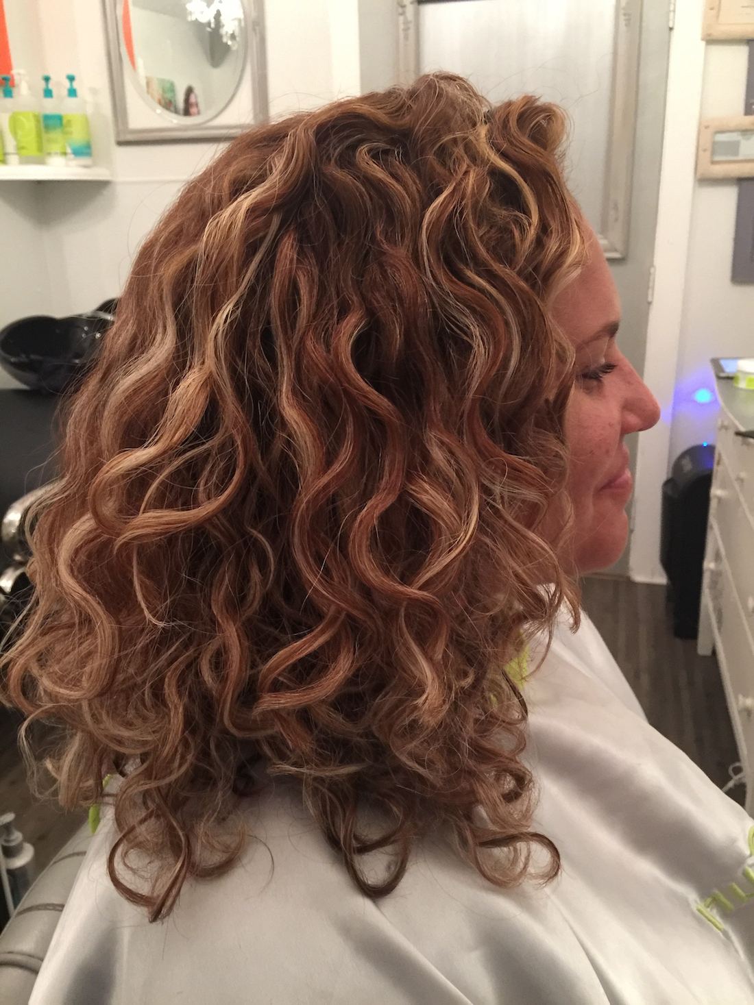 Pintura Highlights The Color Method For Curly Hair In Most Up To Date Natural Curls Hairstyles With Caramel Highlights (View 13 of 20)