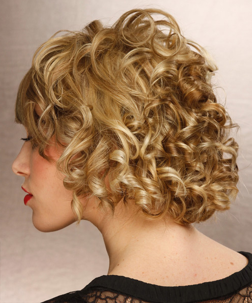 Short Curly Dark Golden Blonde Hairstyle With Light Blonde Throughout Latest Curly Pixie Hairstyles With Light Blonde Highlights (View 17 of 20)