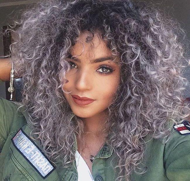 Well Known Hot Pink Highlights On Gray Curls Hairstyles Throughout Loiro Platinado: Cuidados, Como Chegar À Cor E Muitas Fotos! (View 12 of 20)