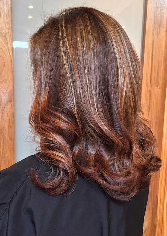 Widely Used Natural Curls Hairstyles With Caramel Highlights With Regard To 30 Breathtaking Ideas For Styling Your Caramel Highlights (View 12 of 20)