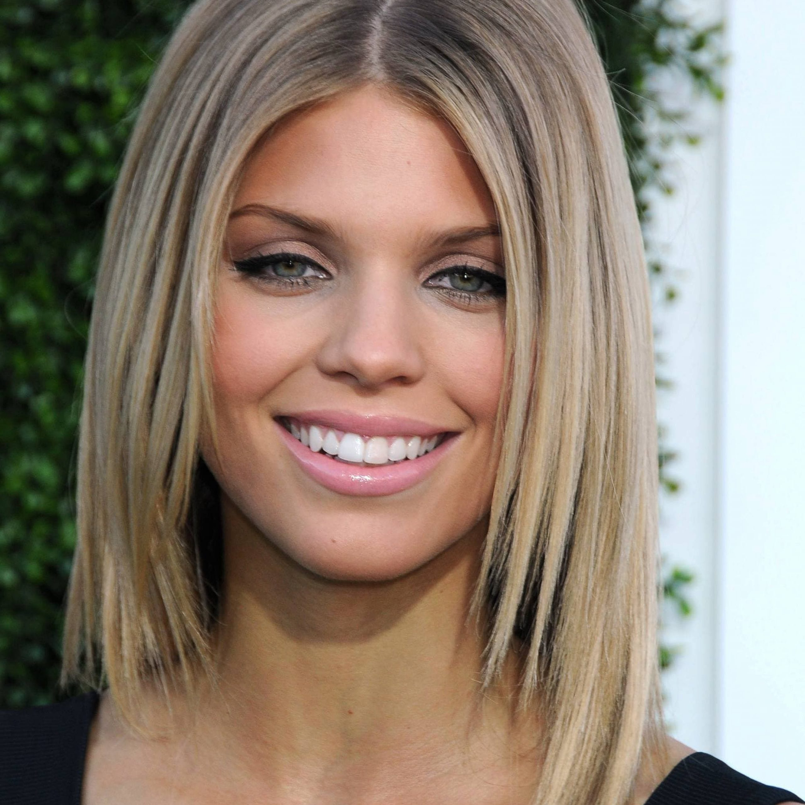 20 Best Shoulder Length Layered Haircut Photos (View 15 of 20)