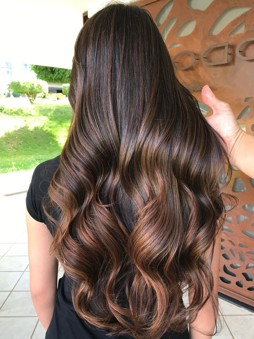 30 Hottest Trends For Brown Hair With Highlights To Nail With Regard To Short Brown Hairstyles With Subtle Highlights (View 3 of 20)