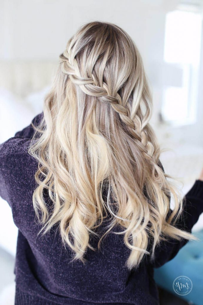 47 Bombshell Blonde Balayage Hairstyles That Are Cute And Intended For Long Pixie Hairstyles With Dramatic Blonde Balayage (View 5 of 20)