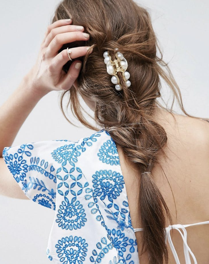6 Easy Hairstyles You Can Do With A Claw Clip Within Trendy Clip Hairstyles (View 7 of 20)
