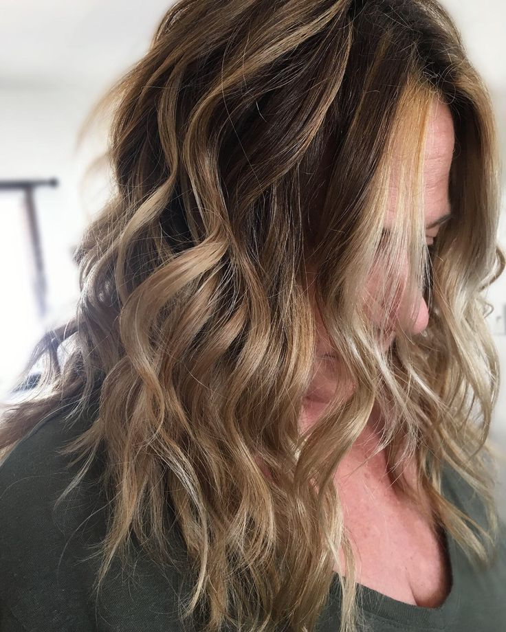 Featured Photo of Beachy Waves Hairstyles With Balayage Ombre