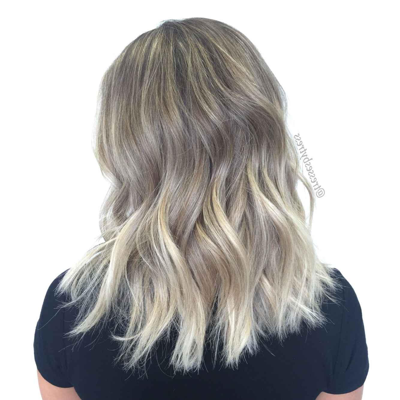Balayage Blonde Textured Lob With Beach Waves   Blonde Pertaining To Beachy Waves Hairstyles With Balayage Ombre (View 16 of 20)