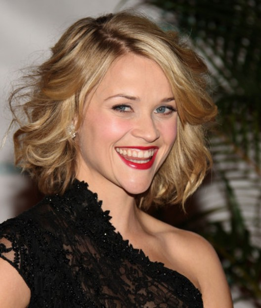 Curly Bob Hairstyles – Hairstyles Weekly In White Blonde Curly Layered Bob Hairstyles (View 18 of 20)