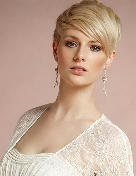 Feminine Pixie Cuts For Round Faces For Most Recent Feminine Pixie Hairstyles With Asymmetrical Undercut (View 18 of 20)