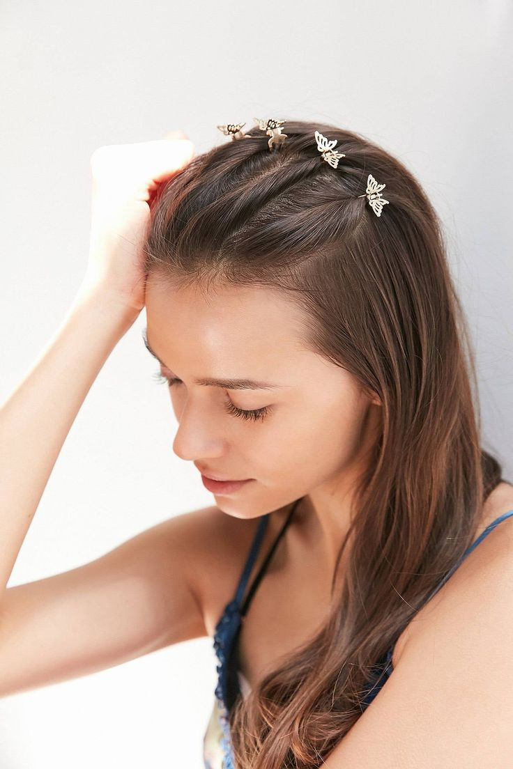 Lizzie Mcguire's Butterfly Hair Clips Are Back And Better With Regard To Well Known Butterfly Clips Hairstyles (View 6 of 20)