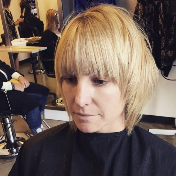 Newest Textured Haircuts With A Fringe And Face Framing Regarding Rounded Face Framing Bob With Fringe Bangs And Platinum (View 11 of 20)