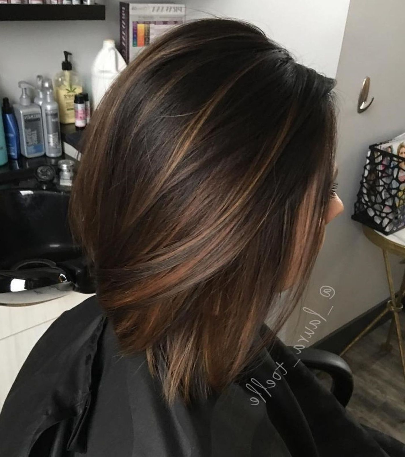 Uneek Highlights On A Bob Haircut For Brown Skin – Wavy Throughout Short Brown Hairstyles With Subtle Highlights (View 10 of 20)