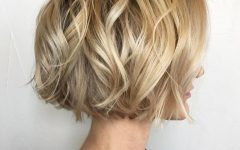 Jaw-length Wavy Blonde Bob Hairstyles
