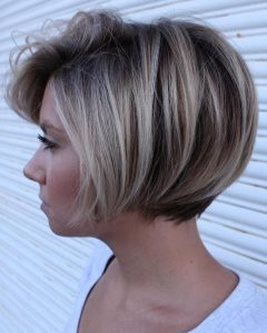 Short Bob Hairstyles with Dimensional Coloring