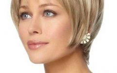 Short Hairstyles for Women with Oval Faces