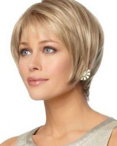 Short Hairstyle For Women With Oval Face
