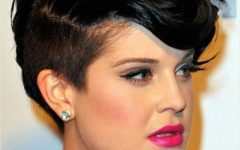 Short Hairstyles for Curvy Women