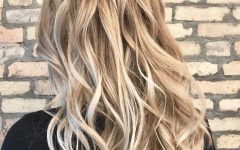 Casual Bright Waves Blonde Hairstyles with Bangs