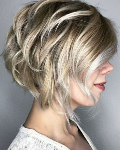 Piece-Y Golden Bob Hairstyles With Silver Highlights