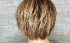 Golden-bronde Bob Hairstyles with Piecey Layers