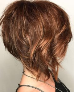 Inverted Caramel Bob Hairstyles with Wavy Layers
