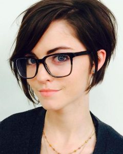 Short Haircuts For Round Faces And Glasses