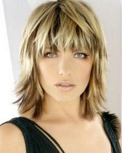 Shoulder-Grazing Strawberry Shag Blonde Hairstyles