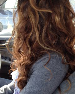 Natural Curls Hairstyles with Caramel Highlights
