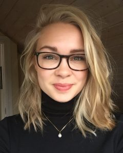 Medium Haircuts For Women With Glasses