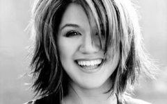 Kelly Clarkson Hairstyles Short