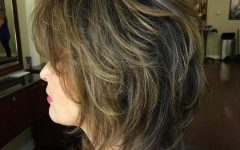Two-tone Disheveled Layered Hairstyles