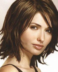 Feminine Medium Hairstyles For Women