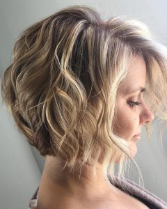 Beach Wave Bob Hairstyles With Highlights